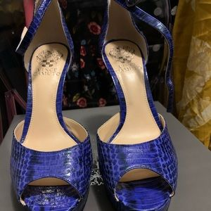 Blue snake print heels - worn 1 time to a wedding